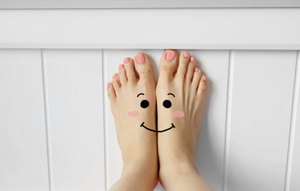 bare feet showing Halton foot clinic for foot pain